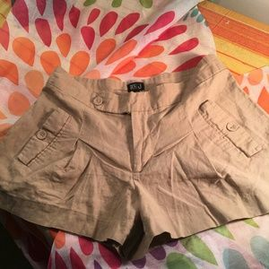 Very J khaki shorts w/ pleated front, size M, used